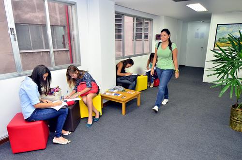 estudantes na universidade