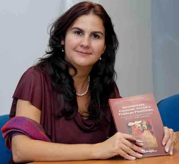 Profa. Roberta Duboc Pedrinha